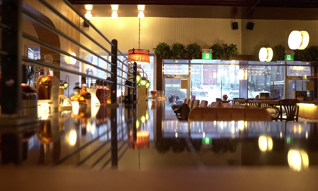 Le Boucan - Bar to window